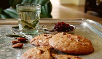 Cookies aux Amandes Amères et Cerises Confites de Laura Annaert
